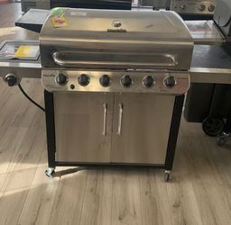 CHAR-BROIL 463244819 (5 BURNER PROPANE BBQ) 4 U for Sale in Houston,  TX