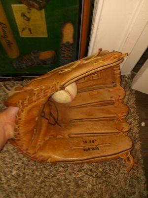 Baseball glove for Sale in Austin, TX