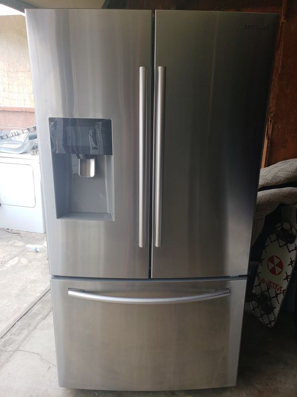 Samsung refrigerator working in great conditions everything works on it