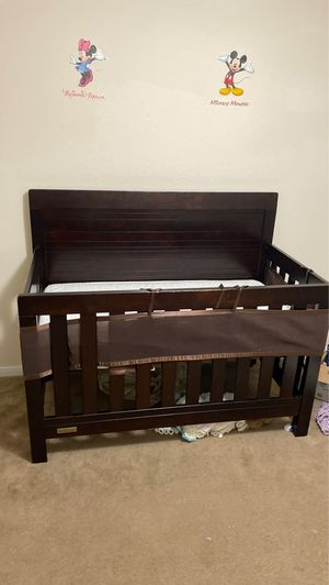 Baby crib, mattress included for Sale in Katy, TX
