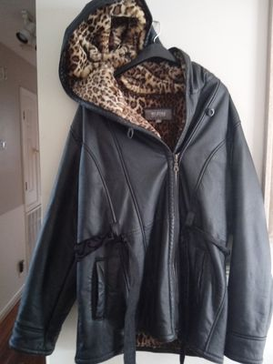 Very nice like new xl wilson leather coat for Sale in Nashville, TN