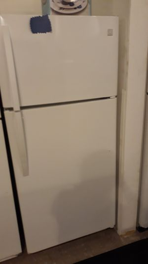 Kenmore top and bottom refrigerator excellent condition 4months warranty ice maker for Sale in Linthicum Heights, MD