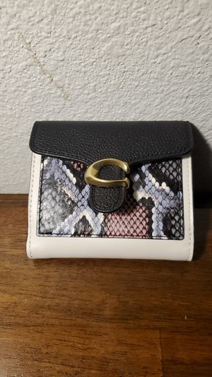 Women's authentic coach wallet. for Sale in Portland, OR