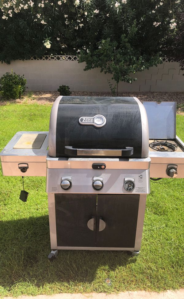 BBQ Grill with side burner works really clean missing one knob