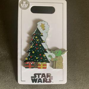 Disney pin Yoda Christmas for Sale in Hollywood, FL