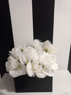 Sweet box of Silk Roses🌼Home Gallery for Sale in West Palm Beach, FL