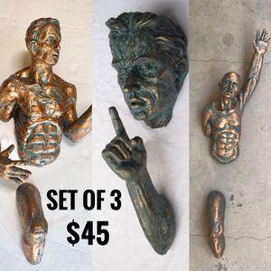 Wall hanging statues Set for Sale in Phoenix, AZ