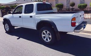 Power Locks 2003 Toyota Tacoma for Sale in St. Louis, MO