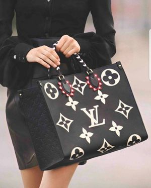 LV Louis Vuitton Onthego Monogram Large Tote black white bag for Sale in Framingham, MA
