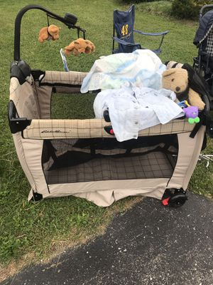 Eddie Bauer pack n go play pen! Has all extras!! for Sale in Indianapolis, IN