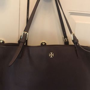 Authentic Tory Burch Robinson Large Saffiano Leather Handbag for Sale in Newtown, PA