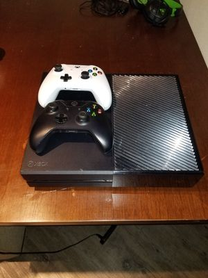 Xbox One 500GB - 2TB External Hardrive, 2 Wireless Controllers, Turtle Beach Headset, Play & Charge Kit for Sale in Fort Worth, TX