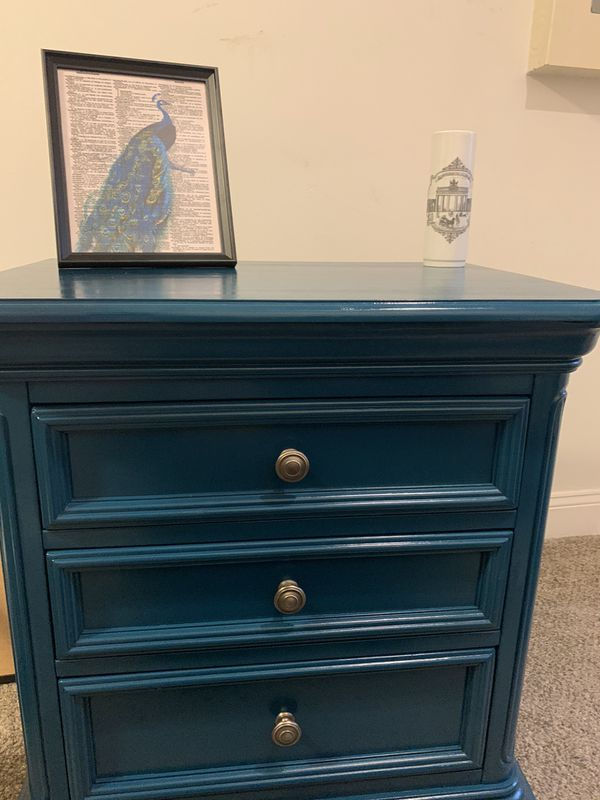 Beautiful end table/night stand