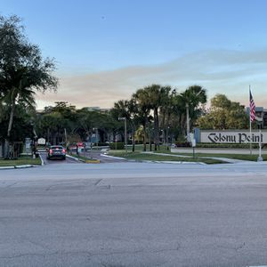 Apart. Colony Point Resort Style Community for Sale in Miami, FL