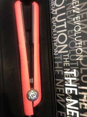 """Hair straightener Classic styler 1.25"""". 460F brand new! Pink color for Sale in Tallahassee, FL"""
