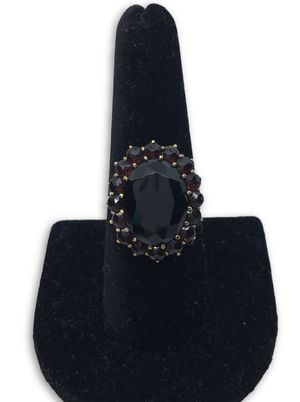 14k Garnet?? ring for Sale in Alexandria, VA