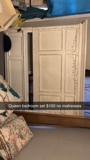 Queen bedroom set for Sale in Jesup, GA