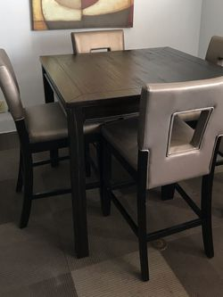 5 Pc Counter Height Table Set In Black for Sale in Ontario,  CA