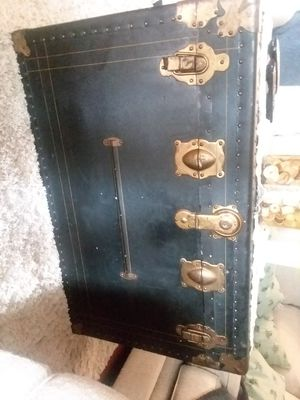 Antique trunk for Sale in Blue Grass, IA