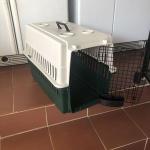 Medium size dog crate/ carrier/ kennel (see picture for size). TSA approved. Can be used as cargo to transport your pet for Sale in Pico Rivera, CA