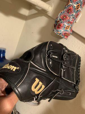 Wilson a 2000 pro baseball glove for Sale in Irvine, CA