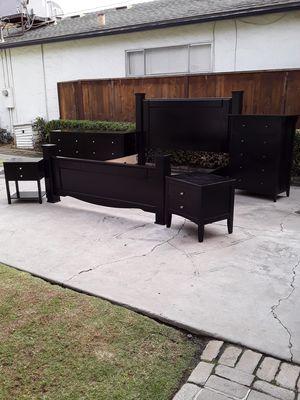 Very Nice Black Cal King Bedroom Set for Sale in Fresno, CA
