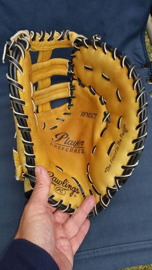 Rawlings first baseman mitt for Sale in Winchester, CT