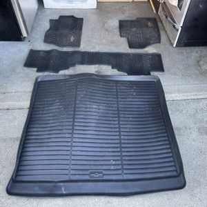 Chevy Tahoe All Weather Mats And Trunk Tray Oem for Sale in Long Beach, CA
