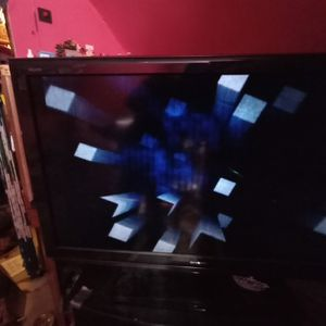 60 Inch TV With Lines In The Screen for Sale in Hoquiam, WA