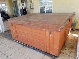 Hot tub for Sale in Nuevo, CA