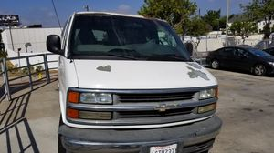 2002 Chevy Express 3500 14 passege for Sale in Los Angeles, CA