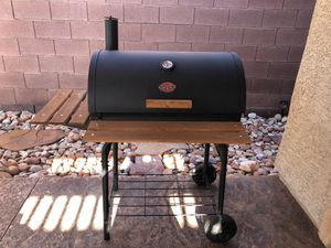 """BBQ Grill """"Charcoal """" in great condition used just a few times NO DELIVERY for Sale in Las Vegas, NV"""