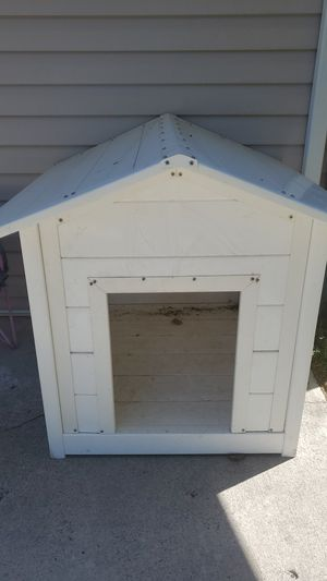 Like new dog house for med or large dog for Sale in West Valley City, UT