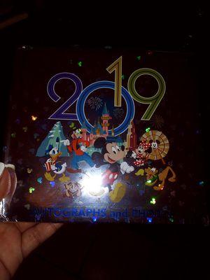 Disneyland 2019 Autograph & photo album book with pen for Sale in Selma, CA