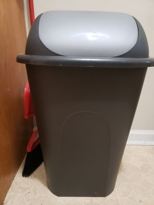 Almost new Trash can. Size 30.5in x 17.5in. for Sale in Englewood, NJ