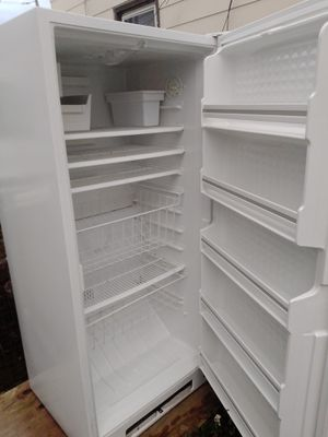 Stand up freezer with ice maker for Sale in Cincinnati, OH