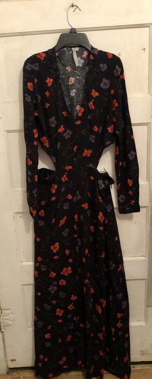 Blk/Red Floral long open back Dress. Size Medium for Sale in Sanger, CA