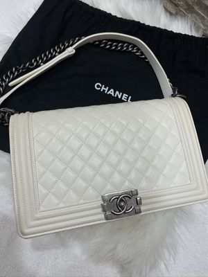 100% authentic Chanel boy white Calfskin & Ruthenium finish metal for Sale in Seattle, WA