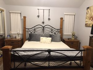 King bed set for Sale in Fresno, CA