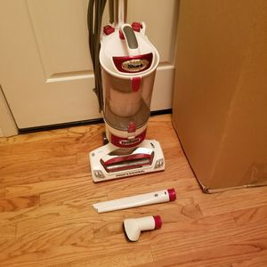 NEW cond SHARK ROTATOR LIFT-AWAY MODEL VACUUM WITH ATTACHMENTS, ACCESSORIES, AMAZING POWER SUCTION, WORKS EXCELLENT, IN THE BOX for Sale in Auburn, WA