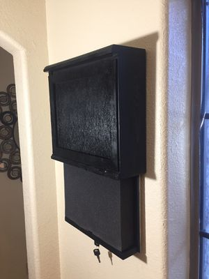 """Wall Safe with 2"""" Foam and Lock for Sale in Brownsville, TX"""