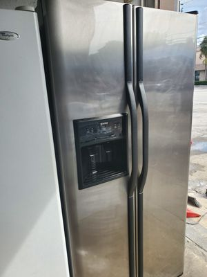 Refrigerator 33inches perfect condition for Sale in Hialeah, FL