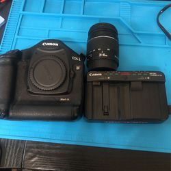 Canon EOS 1d Mark iii with 28-80 and 100-200mm Lens With Large Camera Bag for Sale in San Diego,  CA