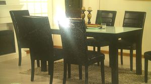 Table and 4 chairs for Sale in Chicago, IL