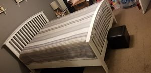 Queen bed (frame only) for Sale in Orlando, FL