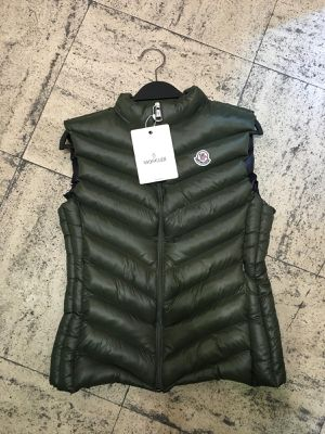 Moncler Puffer Vest Ladies Size 3 (M) $220 for Sale in Germantown, MD
