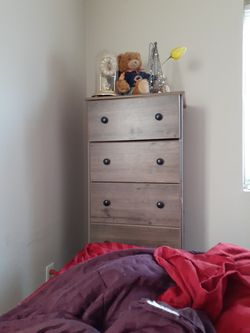 5 - Drawer Dresser for Sale in Davenport,  IA