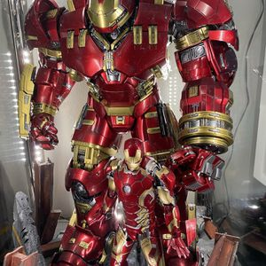 Hot toys Hulkbuster avengers iron Man Marvel for Sale in Anaheim, CA