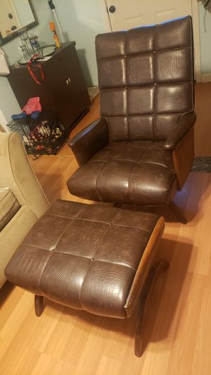 Antique Recliner chair for Sale in Malden, MA