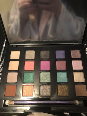 Urban decay eyeshadow palette for Sale in Fresno, CA